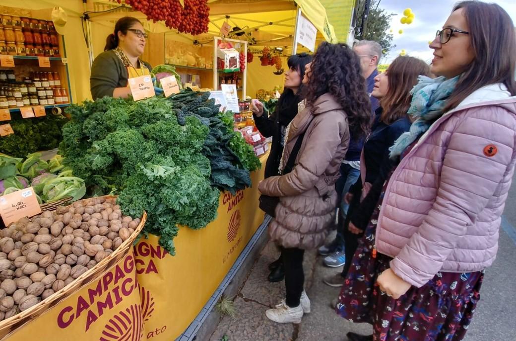 55a8465a94 Coldiretti-Anci, con addio a botteghe arrivano mercati contadini in città -  Coldiretti